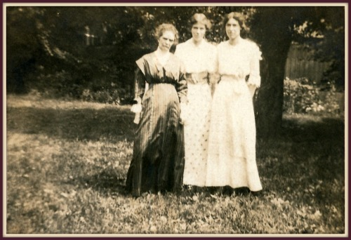 A photograph of Jennie with her daughters from the discovered scrapbook